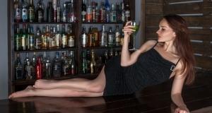 Frau an der Hotelbar kennenlernen